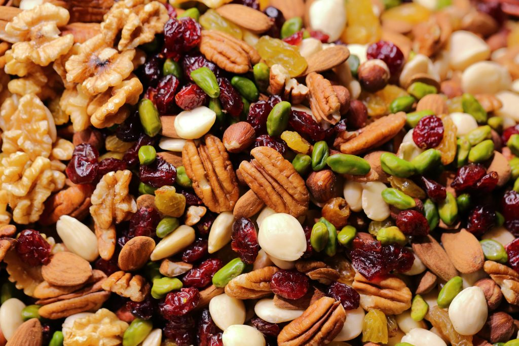 Noix, raisins secs et pistaches