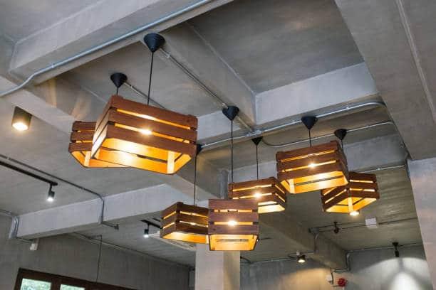 Suspensions plafond avec cagettes en bois